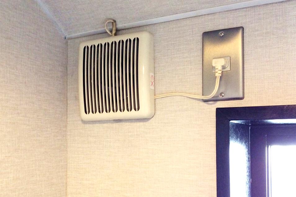 壁付けタイプ小型換気扇01