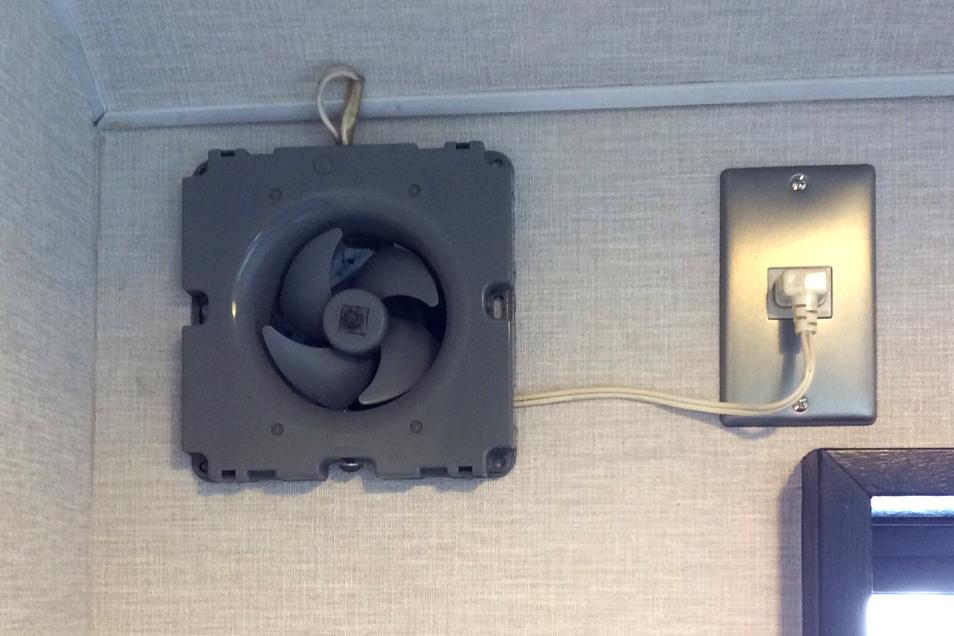 壁付けタイプ小型換気扇02